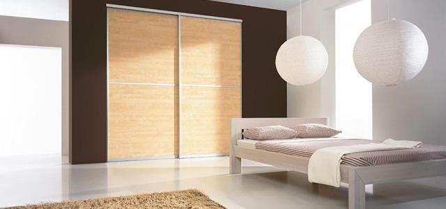 Zvolte si dveře vestavěné skříně do ložnice ve stylu pokoje